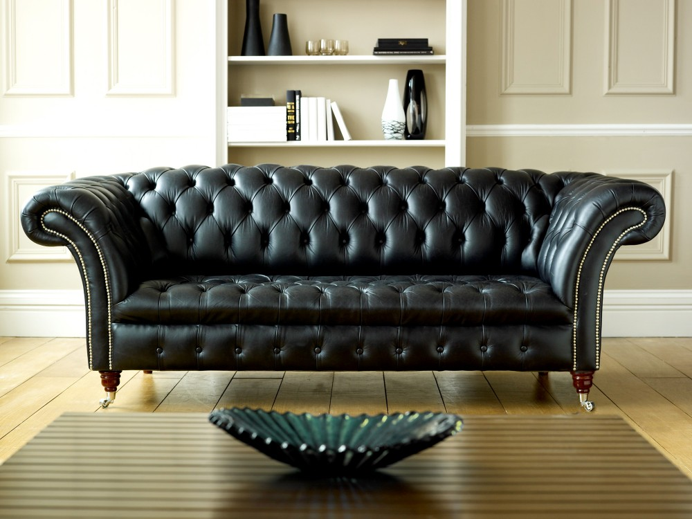 The best black chesterfield sofa the chesterfield company for Black leather sectional sofa uk