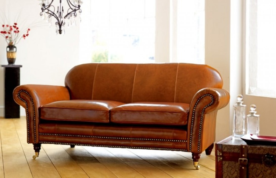 Henley Distinctive Leather Sofa | Chesterfield Company
