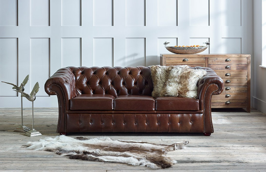 3 seater gladbury traditional leather sofa for Traditional leather furniture