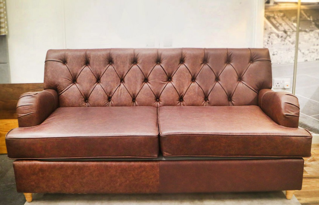 The Chesterfield Company Bespoke Classic Leather Chesterfield 3 Seater Sofa Bed Dune Coffee Sample Rn