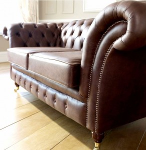 chesterfield sofas in manchester the chesterfield company. Black Bedroom Furniture Sets. Home Design Ideas