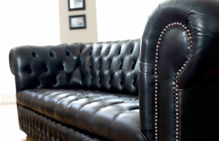 2018 Ludlow Chesterfield Sofa
